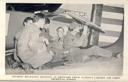 Student mechanics - Sheppard Field 1942